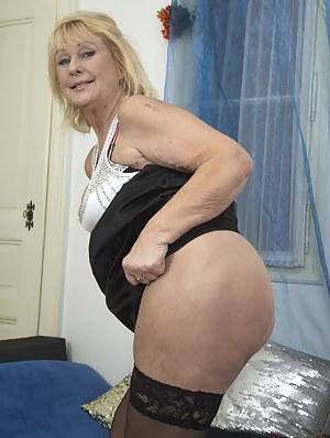Blonde XXX Pictures